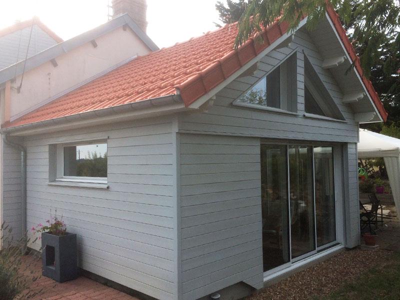 extension bardage bois toiture tuiles
