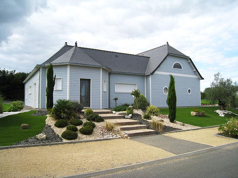 maison bois bardage bleu toiture ardoise