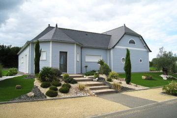 maison ossature bois bardage bleu ciel toiture ardoise
