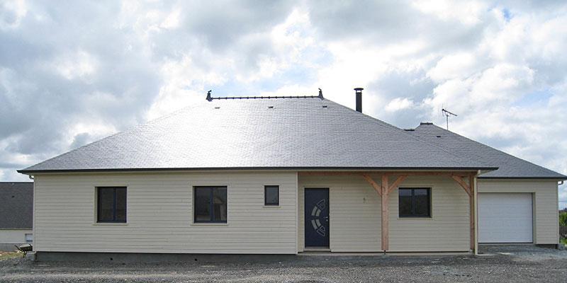 maison bois toitures quatre pentes
