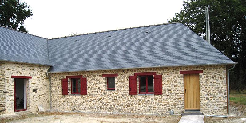 rénovation toiture ardoise maison en pierre