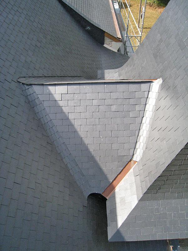 détail finition toiture ardoise rénovation